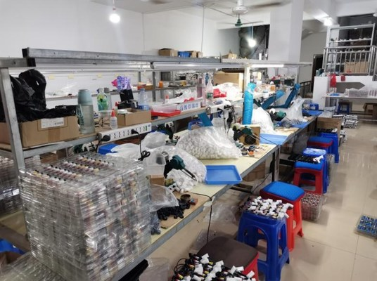 (A diagram shows the poorly equipped facilities of counterfeiting factory)